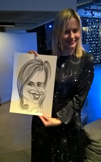 Caricaturist Pretty Blonde